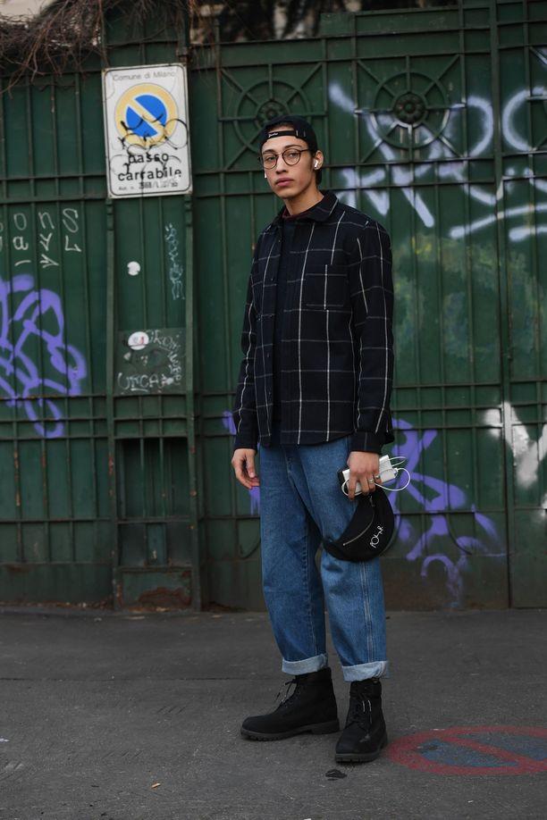 Löysempää linjaa: muodikkaat farkut eivät enää kiristä miehilläkään.