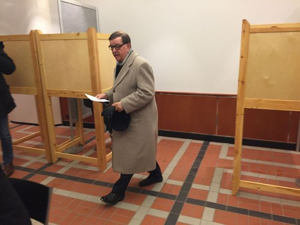 Paavo Väyrynen äänesti tänään Suomen presidentinvaalien ennakkoäänestyksessä Helsingin Postitalolla puoli yhdeksän aikaan aamulla.