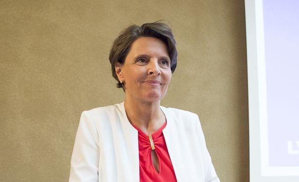 Liikenne- ja viestintäministeri Anne Berner (kesk) kertoo liikenneuudistuksesta kello 10.30.