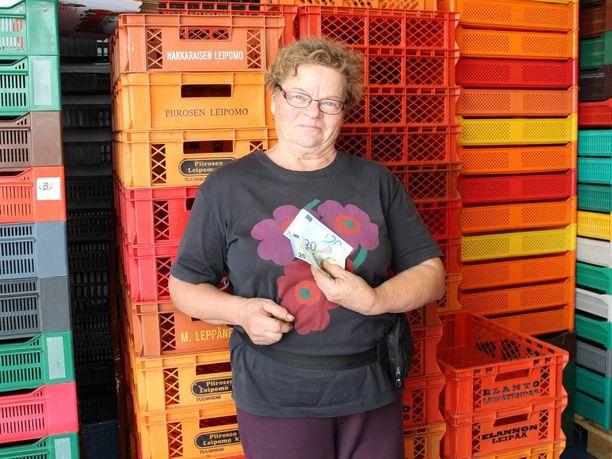 Anja Rossisen sai sienisaalistaan noin 50 euroa.