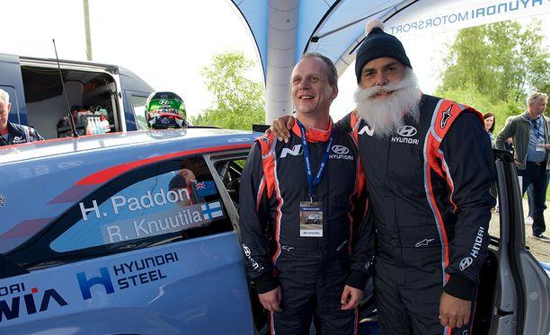 Risto Knuutila ja Brother Christmas pääsivät nauttimaan huippuvauhdista Hyundain rallitykin kyydissä.