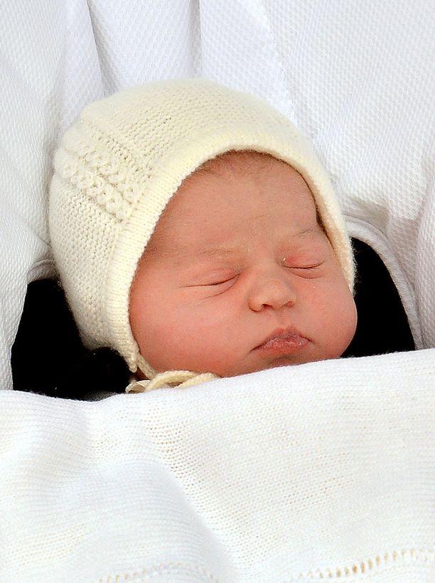 Tänään maanantaina nimen saaneen prinsessa Charlotten kalpea iho herätti venäläisten epäilykset.