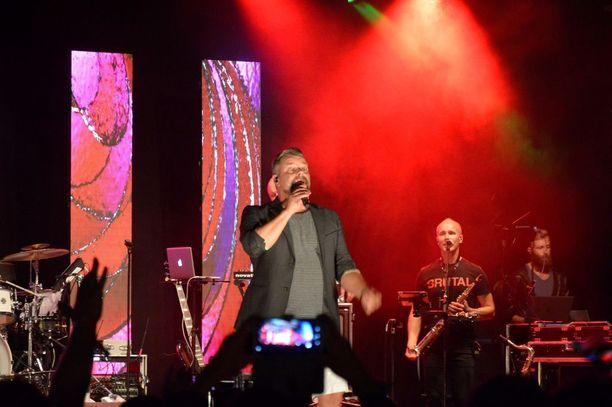 Jari Sillanpää esiintyi Joensuussa lauantain vastaisena yönä.