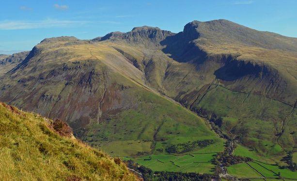 Scafell Pike nousee 978 metrin korkeuteen Pohjois-Englannissa.