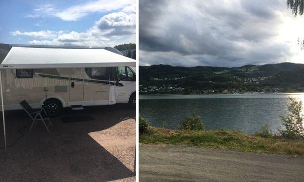 Matkailuautolla pääsee helposti myös veden äärelle. Norjan Lillehammerin leirintäalue sijaitsi järven rannalla.