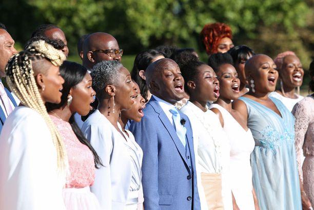 The Kingdom Choir hurmasi kuninkaallisissa häissä Stand by Me -tulkinnallaan.