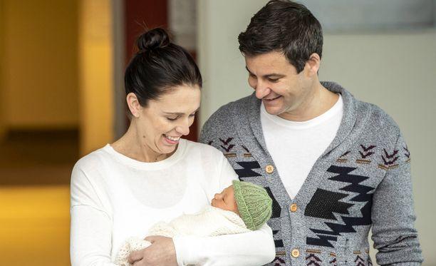 Uuden-Seelannin pääministeri Jacinda Ardern sai tyttären kesäkuun lopulla. Hän on jo palannut töihin.