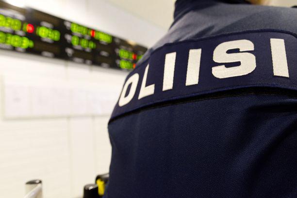 Harkitsematon nettikirjoittelu vei teinitytön käräjille. Kuvituskuva Oulun käräjäoikeudesta.