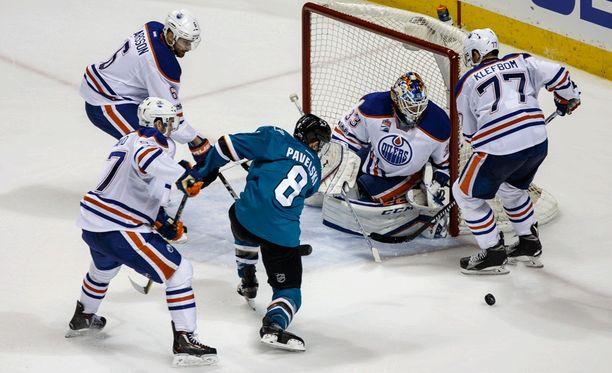 Joe Pavelski kuritti Edmontonia kahdella maalilla.