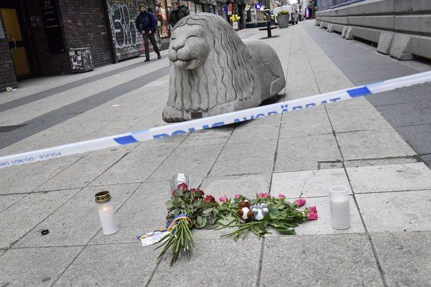 Expressenin haastattelema sukulainen kertoo, etteivät omaiset ole saaneet yhteyttä 11-vuotiaaseen tyttöön Tukholman perjantaisen terrori-iskun jälkeen.