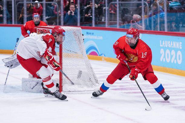 Matvei Mitshkov (oik.) pelasi myös viime vuoden nuorten MM-kisoissa.