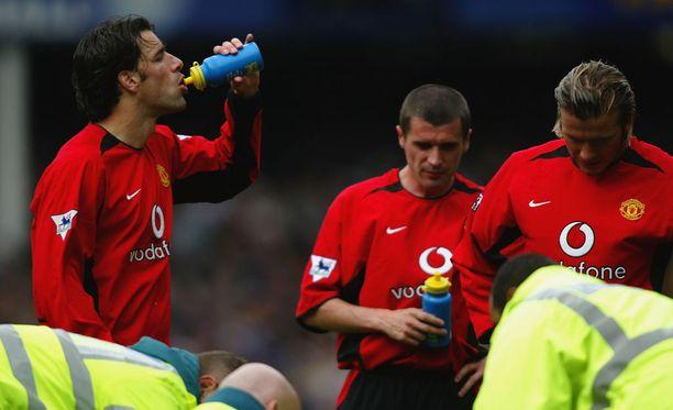 Ruud van Nistelrooy, Roy Keane ja David Beckham ottivat huikkaa Goodison Parkilla 12 vuotta sitten.