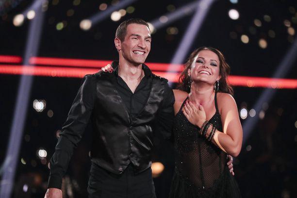 Edis Tatli osoitti ilmiömäisen kykynsä tanssiparketilla. Hän ja Katri Mäkinen olivat illan paras pari.