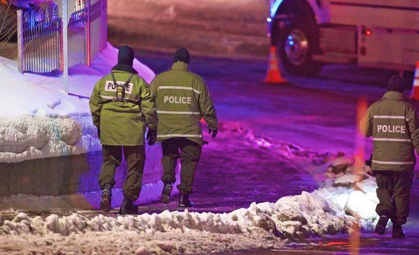 Kuusi kuoli moskeijaan tehdyssä iskussa Quebecissä.