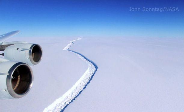 Jäävuoren pinta-ala on noin 5800 neliökilometriä.