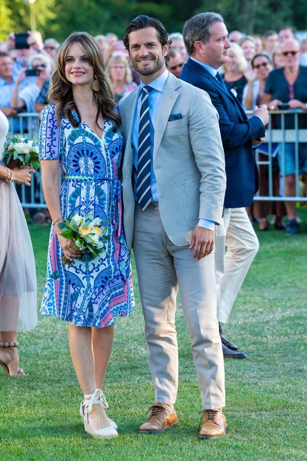 Prinsessa Sofia juhli sinisävyisessä mekossa.