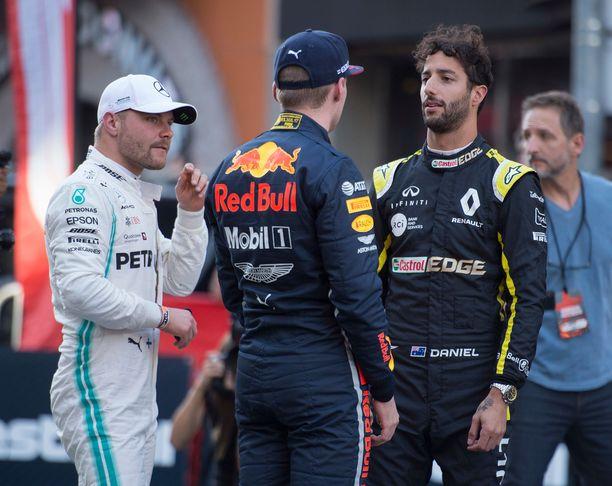 Tuoreimpien huhujen mukaan Valtteri Bottas kartoittaa mahdollista loikkaa Max Verstappenin tallikaveriksi. Suomalaisen agentin on myös kerrottu pitävän yhteyden auki Reanult'lle, joka joutui päästämään Daniel Ricciardon McLarenille.
