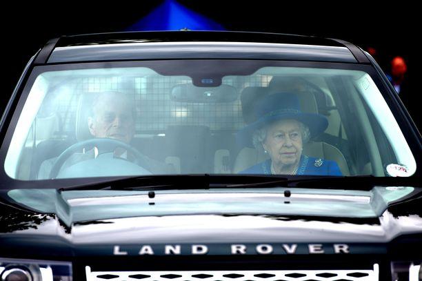 Prinssi Philip on tuttu näky ratin takana. Myös Elisabet pitää autoilusta.