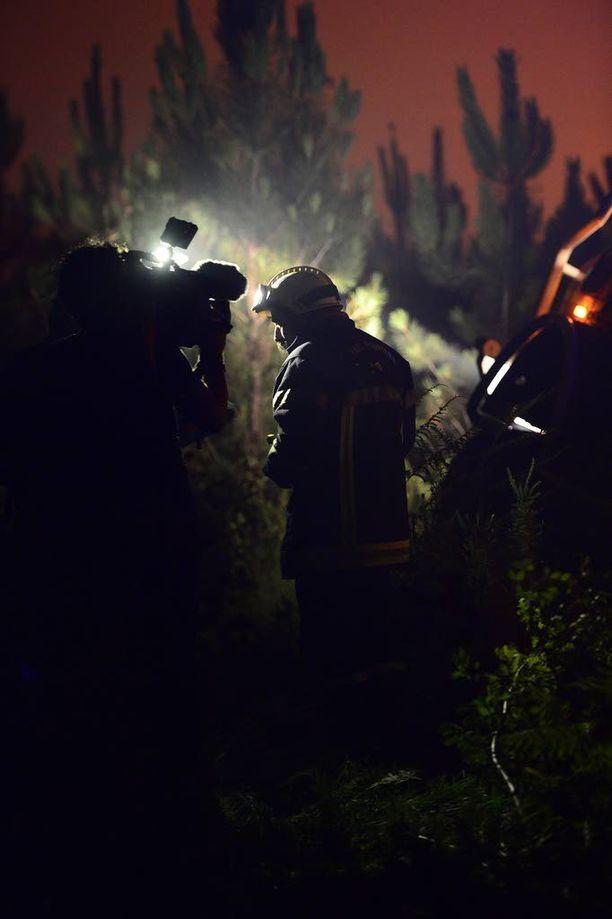 Palomiehet odottivat ohjeita Lounais-Ranskassa.