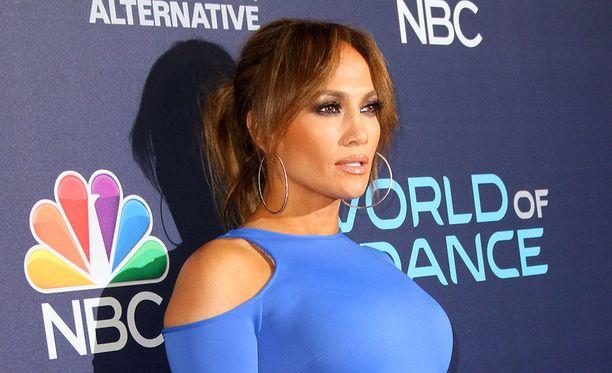 Poptähti ja näyttelijä Jennifer Lopez ilmoitti sunnuntaina lahjoittavansa miljoona dollaria Puerto Ricon auttamiseksi.
