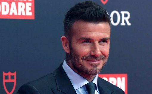 David Beckham ryhtyi mehiläistarhaajaksi – aikoo kaupitella luomuhunajaa