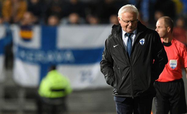 Hans Backen asema maajoukkuevalmentajana on vakaa.