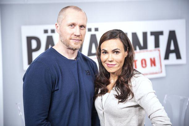 Kiekkotähti Hannes Hyvönen kertoi erikoistoimittaja Susanne Päivärinnan haastattelussa kiekkouransa tuloistaan.