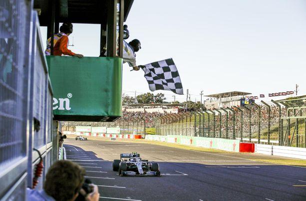 FIA tutkii, miksi ruutulippua näytettiin jo toiseksi viimeisen kierroksen päätteeksi Valtteri Bottakselle.