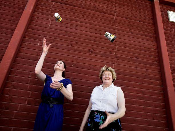 Bioferm on Merja Scharlinin luomus. Tässä Scharlin ja hänen Niina tyttärensä kuvattuna vuonna 2009..