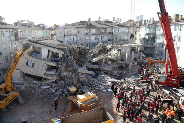 Sortunutta rakennusta purettiin Elazigin maakunnassa.