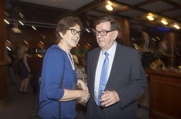 Presidenttiehdokas Paavo Väyrynen ja vaimo Vuokko Väyrynen joulukuussa 2017.