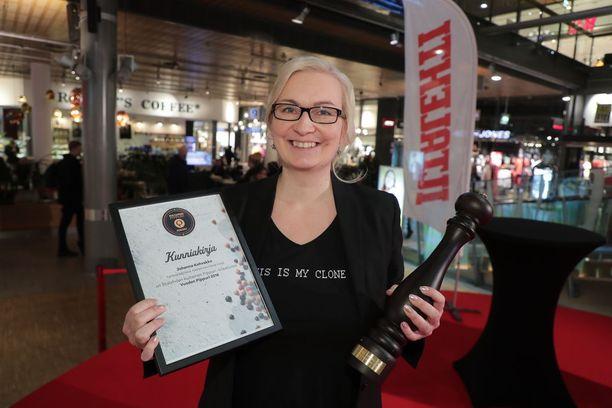 Hävikkiravintola Loopin perustaja ja hankepäällikkö Johanna Kohvakka voitti elintarvikealalla vaikuttavalle henkilölle myönnettävän Vuoden Pippuri 2018 -palkinnon. Joskus parhaimmat ideat voivat tulla ulkopuolelta, ensimmäistä kertaa ravintolamaailmaan sukeltanut Kohvakka osoittaa.
