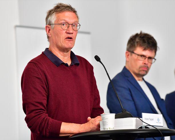 Valtionepidemiologi Anders Tegnell (vas.) tiedotustilaisuudessa 25. toukokuuta.
