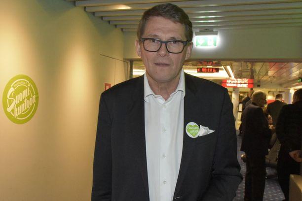 Keskustan presidenttiehdokas Matti Vanhanen pohti keskustan kuntavaaliristeilyllä ulkopolitiikkaa.
