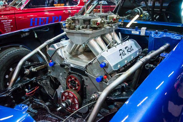 """Chevrolet Camaro ´74:sta kiihdyttää peräti 806-kuutiotuumainen eli 13.2-litrainen V8 """"Lihava rotta""""."""