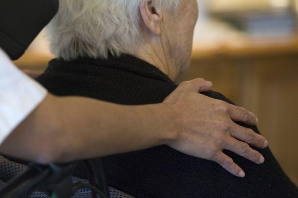 Lääkäri antoi eutanasian dementiapotilaalle. Kuvituskuva.