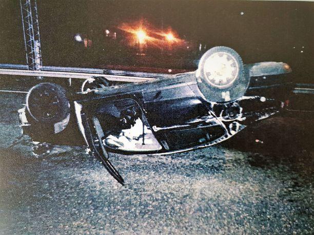 Vuosimallin 2008 Volkswagen Passat oli ihan tavallinen perheauto. Kaaharin käsissä se muuttui kuitenkin tappajaksi öisellä moottoritiellä.