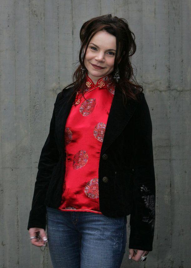 Agnes Pihlava esitti Idolsissa vuonna 2005 paljon raskasta rockia ja heviä.