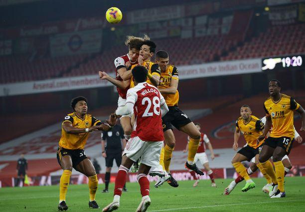 Arsenalin David Luiz ja Wolverhamptonin Raul Jimenez kolauttivat päänsä todella pahasti yhteen.