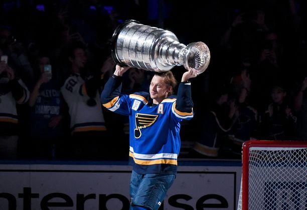 Vladimir Tarasenko juhli viime kauden päätteeksi NHL:n mestaruutta. Nyt hänen koko loppukautensa on vaarassa loukkaantumisen vuoksi.