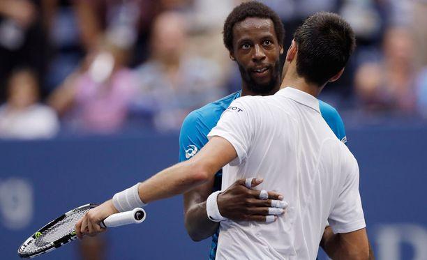 Gael Monfils jäi jälleen Novak Djokovicin jyrän alle.