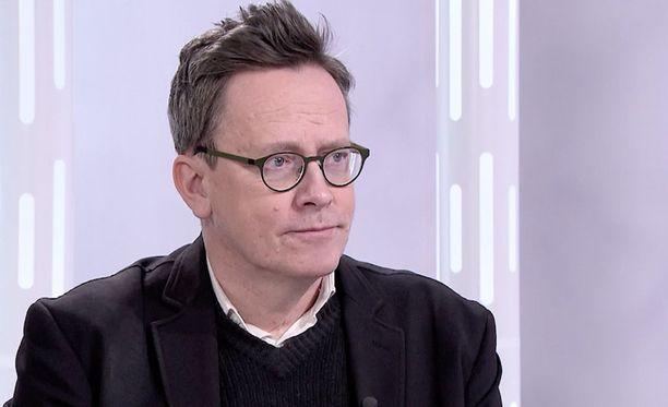 Tutkija Timo Honkela julkaisi viime syksynä kirjan nimeltä Rauhankone, jossa hän esittelee tekoälyn mahdollisuuksia.