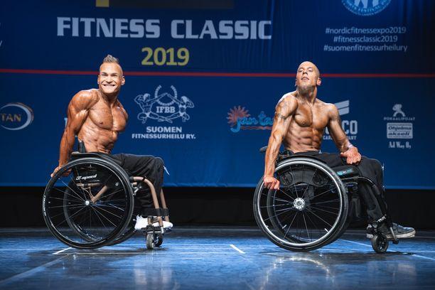 Artturi Verho (vas.) ja Teemu Tuominen nousivat lavalle Fitness Classicissa Kulttuuritalolla Helsingissä.
