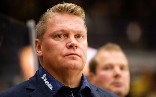 """Lukko-puolustajan taklaus jakoi mielipiteet – Pekka Virta kuohahti ja poistui lehdistötilaisuudesta: """"Ai sulle riitti?"""""""