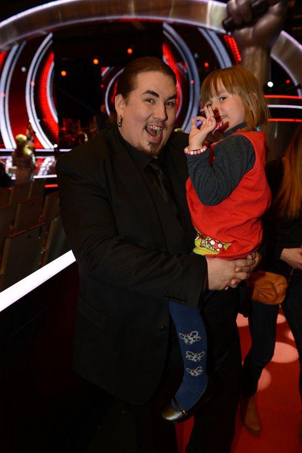 Antti Railion tytär, Aliisa 4,5 vuotta, oli ensimmäinen isänsä onnittelija.