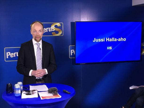 Jussi Halla-aho piti maanantaina poliittisen katsauksen samassa tilaisuudessa, missä kohuttu tutkimus julkaistiin.