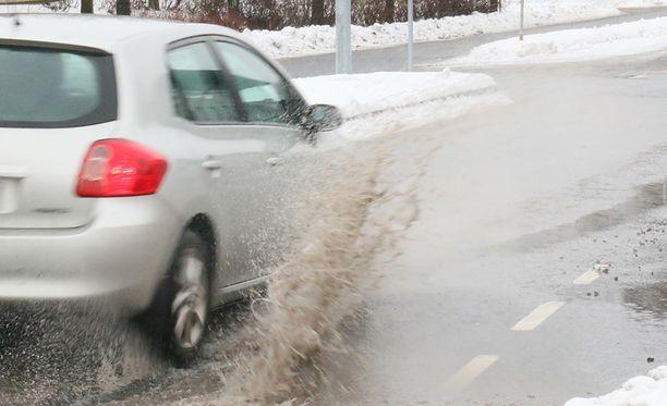 Erityisesti vaihtelevat talviolosuhteet tekevät hallaa tienpinnoille eri puolilla Eurooppaa.