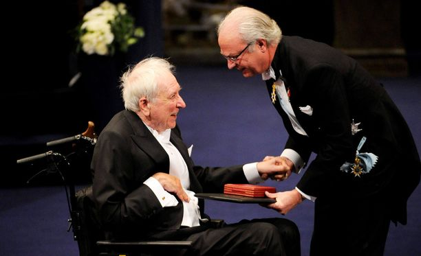 Ruotsin kuningas palkitsi kirjailijan vuonna 2011.