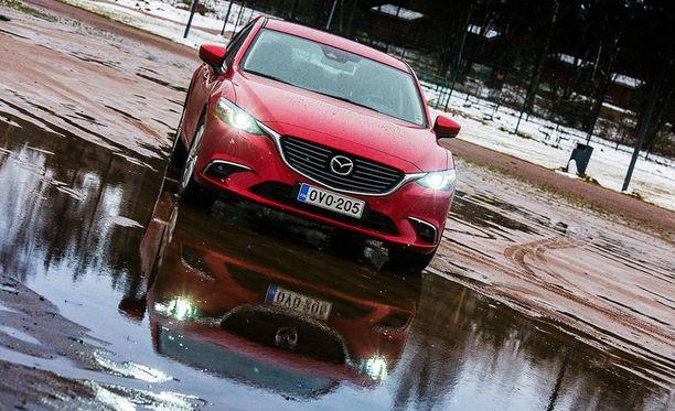 Mazda6 uudistuu ensi vuoden aikana. Nykyinen ilme on kuitenkin ajaton.