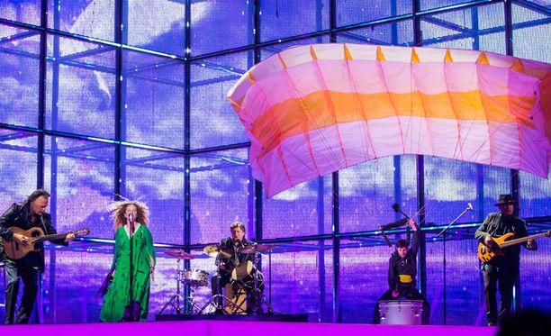 Georgiaa viisuissa edusti The Shin & Mariko -yhtye.